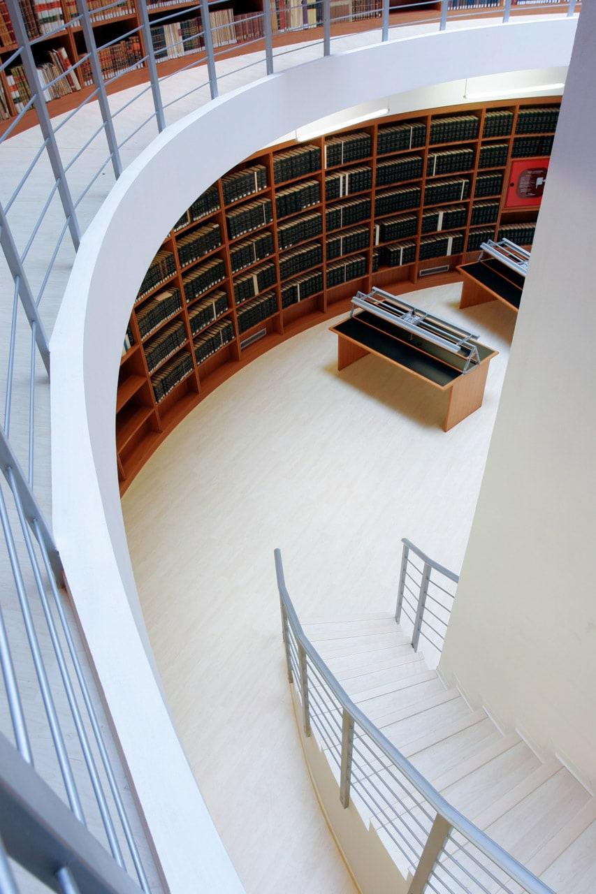 Perspectiva biblioteca estilo escalera
