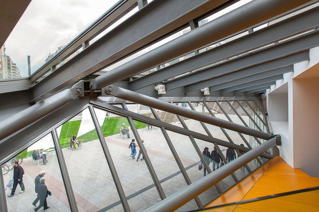 Biblioteca Jaume Fuster Barcelona detalle ventanal