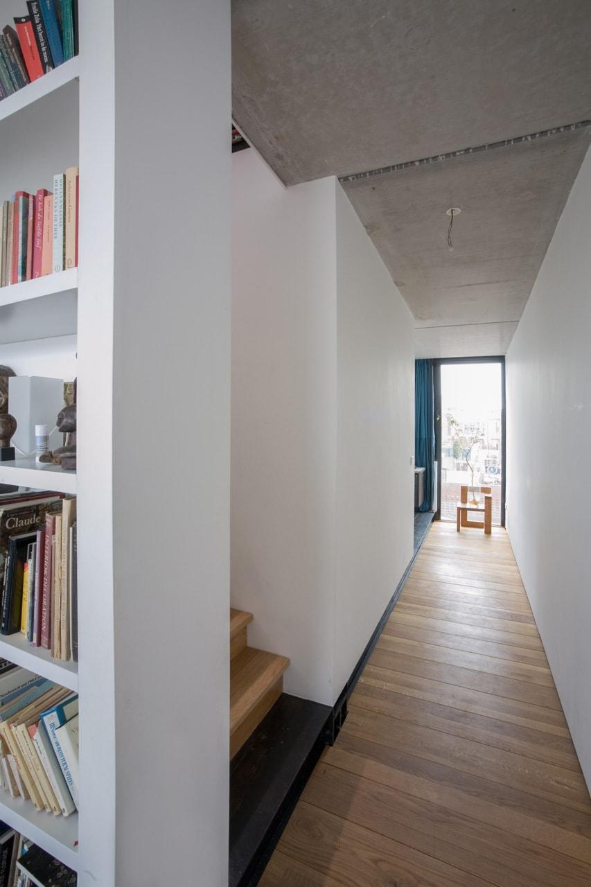 interior amsterdam Bastiann Griblind Susan Oekstra architectos pasillo