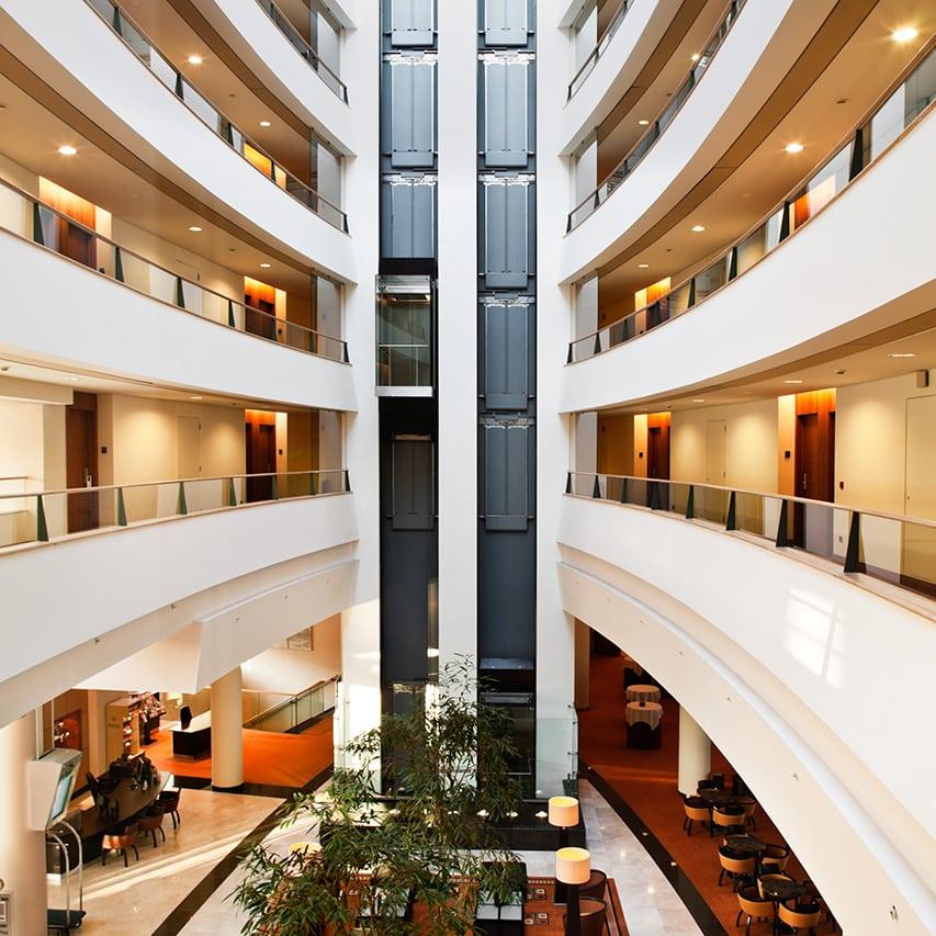 cadena hotelera de lujo lobby